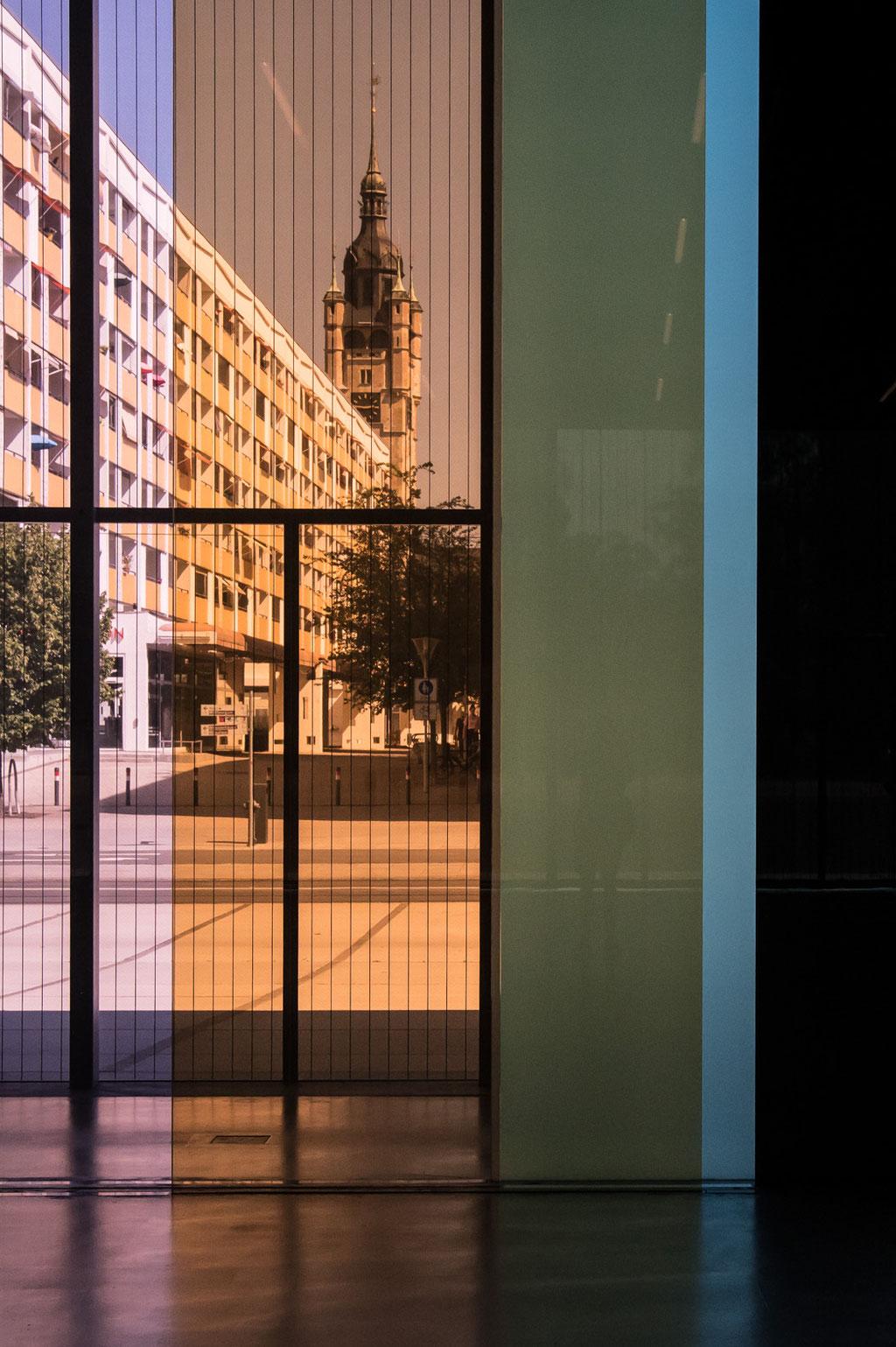 Bauhaus Museum (González Hinz Zabala (addenda architects)), Glasinstallation/glass installation (Lucy Raven), Dessau (D)