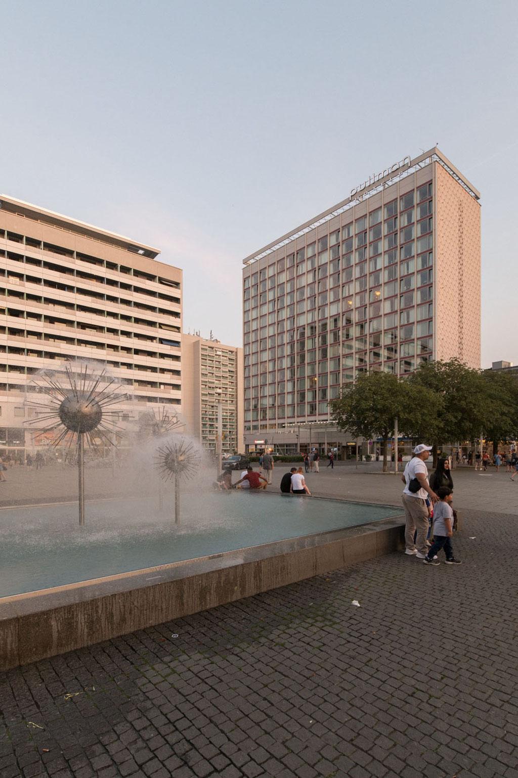 Interhotel Newa (Claus Kaiser, Manfred Arlt, Hans Fuhrmann, Jochen Weinert), heute Hotel Pullman, Prager Strasse, Dresden (D)
