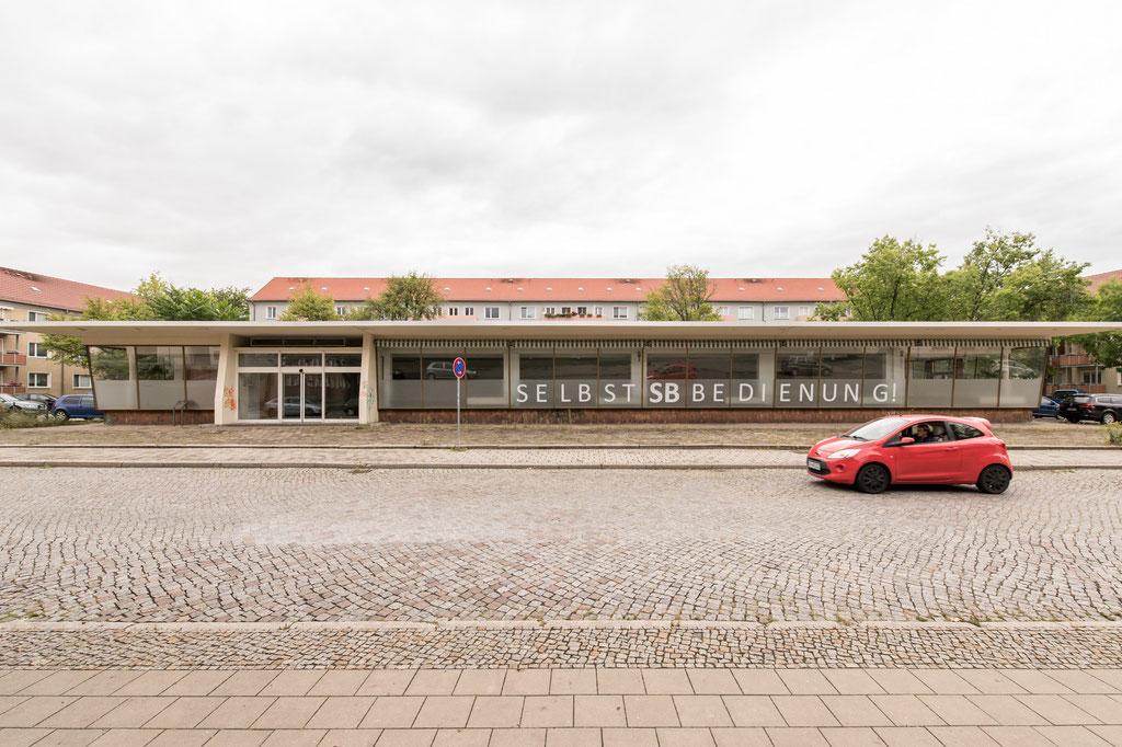 Selbstbedienungsladen (Zentrales Entwurfsbüro für Hochbau beim Ministerium für Aufbau), heute Ausstellungshalle, Eisenhüttenstadt (D)