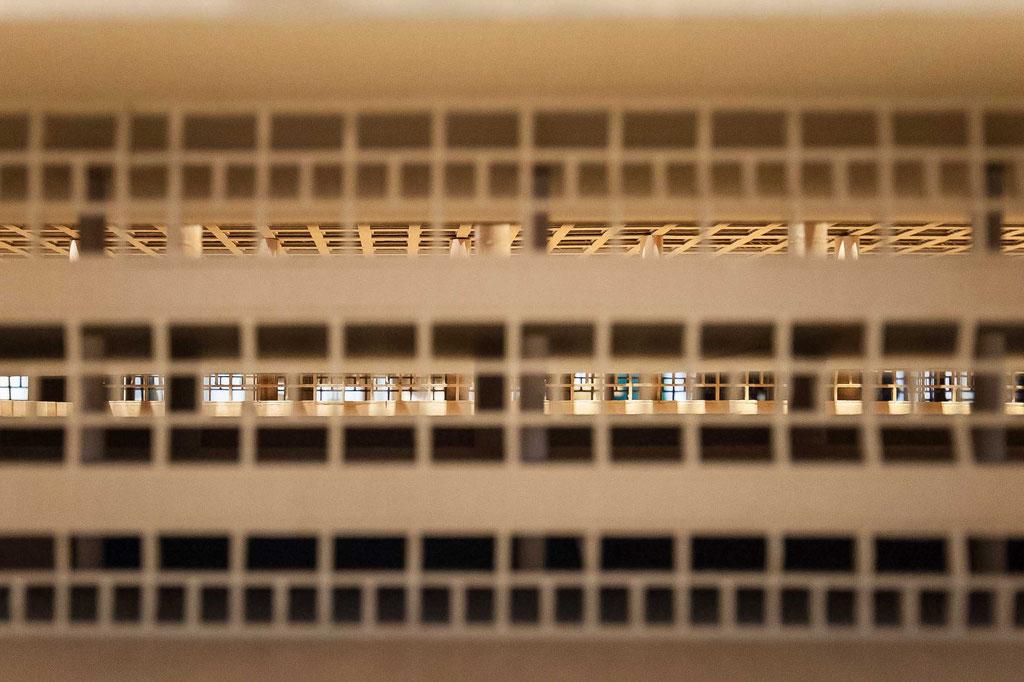 """Faculdade de Arquitetura e Urbanismo da Universidade de São Paulo (João Batista Vilanova Artigas), São Paulo (BR), Kartonmodell/cardboard model """"SOS Brutalism"""" 2018, DAM Frankfurt"""