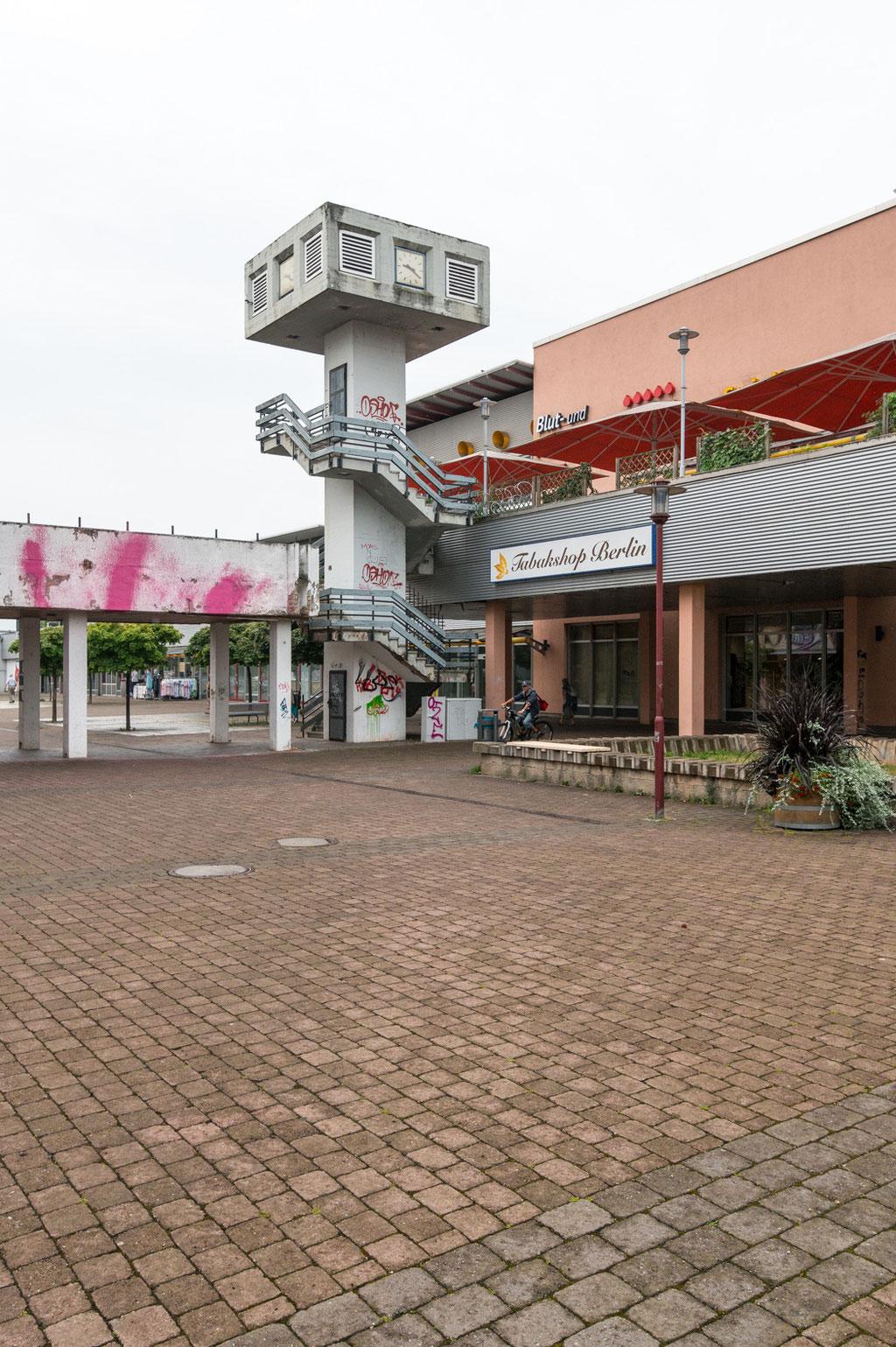 Wohngebietszentrum Vilniuspassage (Helmut Weingart),  Wandbild (Erich Enge), Rieth, Erfurt (D)