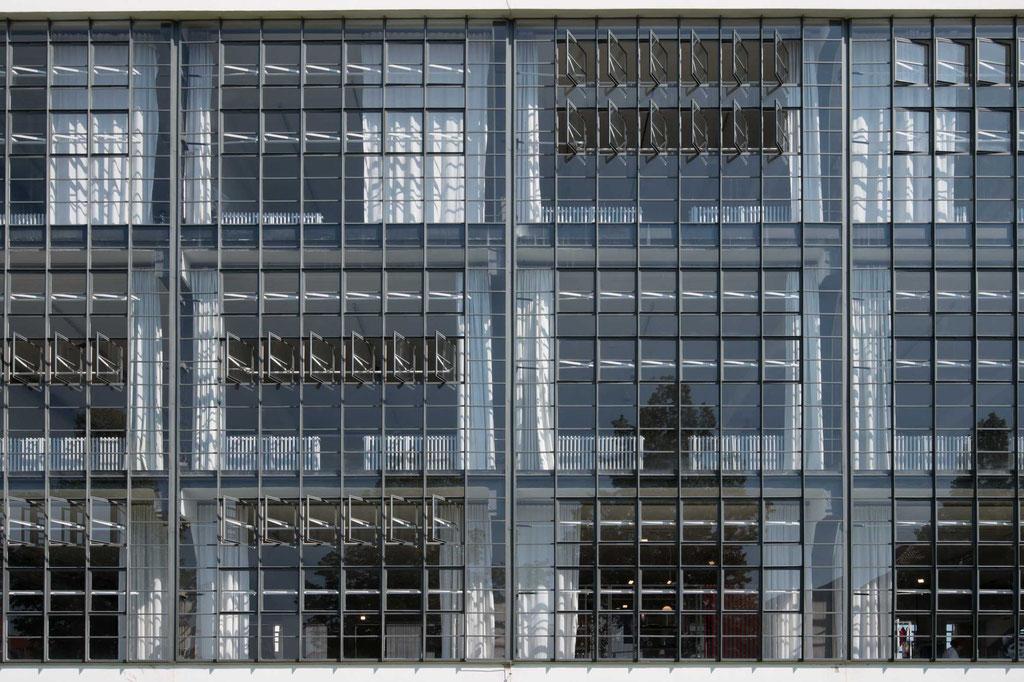 Fassade Hochschulgebäude (Walter Gropius), Dessau (D)