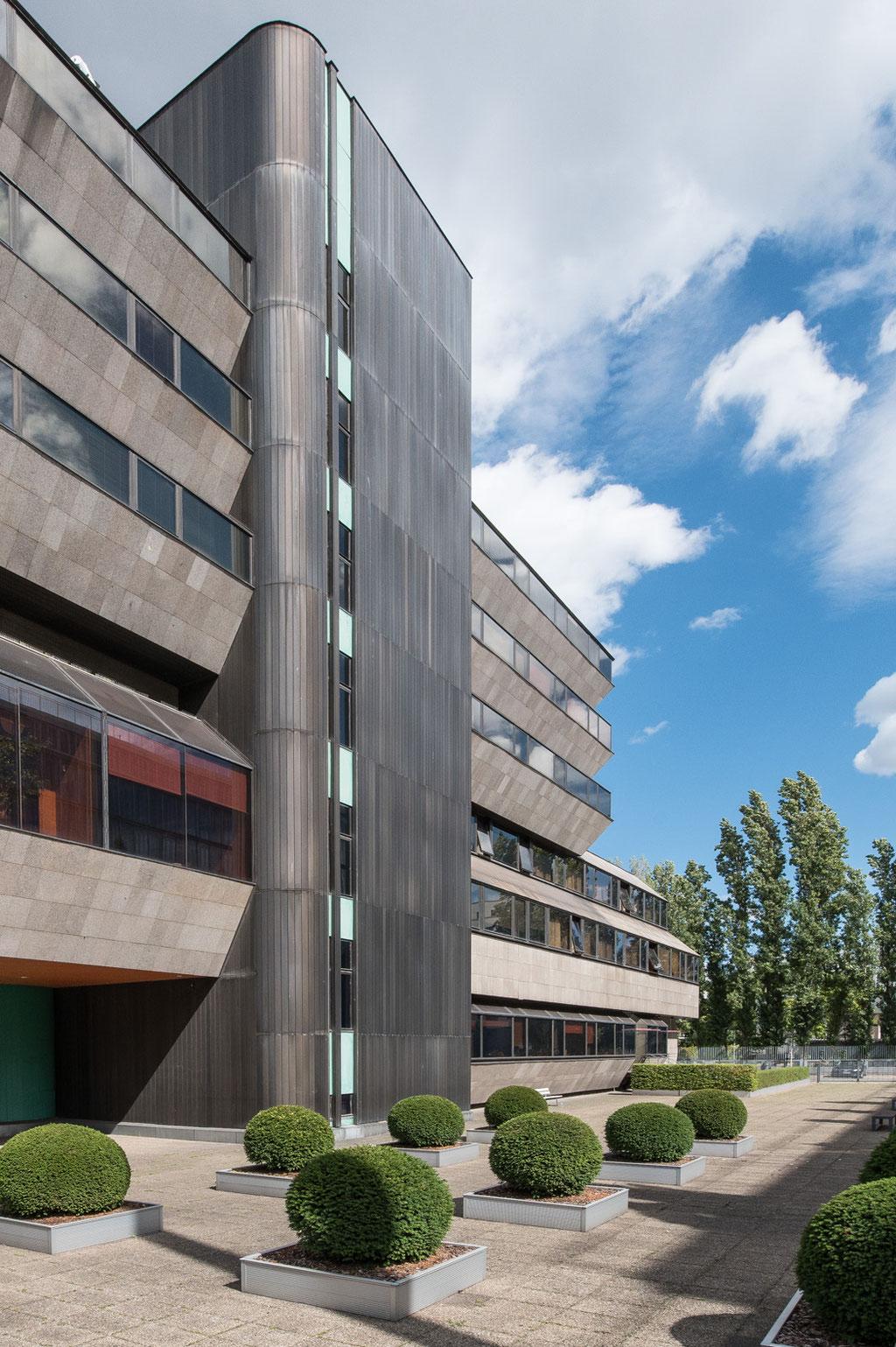 Botschaft der ČSSR, heute Tschechischen Republik, Czech Embassy (Vèra Machoninová, Vladimir Machonin, Klaus Pätzmann & Kollektiv), Berlin D)