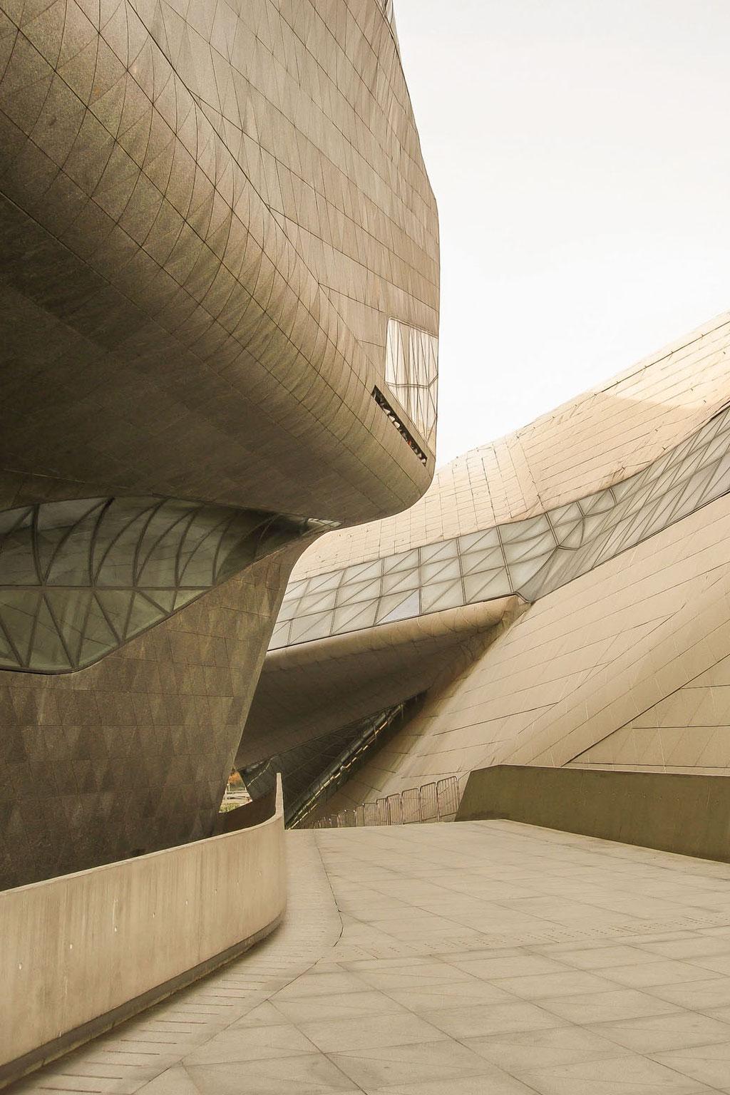 Guangzhou Opera House (Zaha Hadid), Guangzhou, Guangdong (PRC)