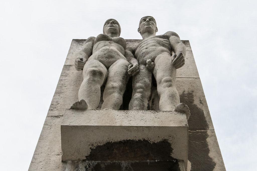 """Skulptur """"Lob des Kommunismus"""" (Martin Wetzel), Brückenstraße, Chemnitz (D)"""