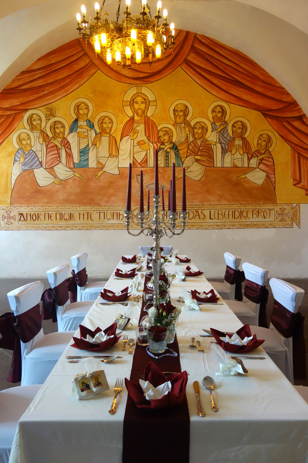 Die festlich gedeckte Tafel im Speisesaal des Klosters, Foto: Jennifer Peppler