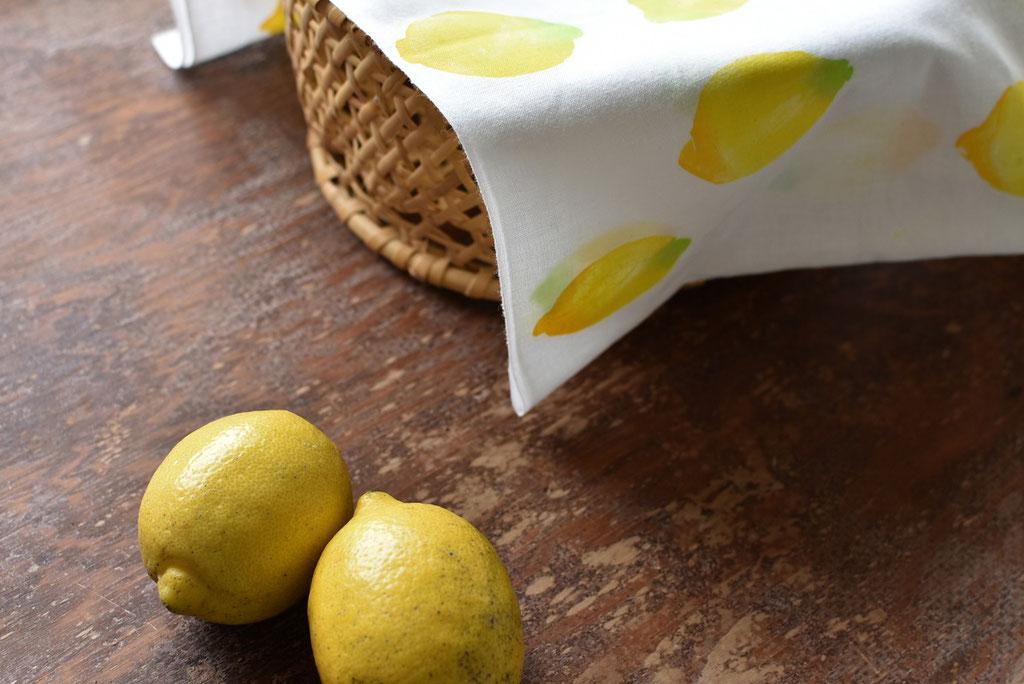 レモン柄手ぬぐいと愛媛から届いた国産レモン