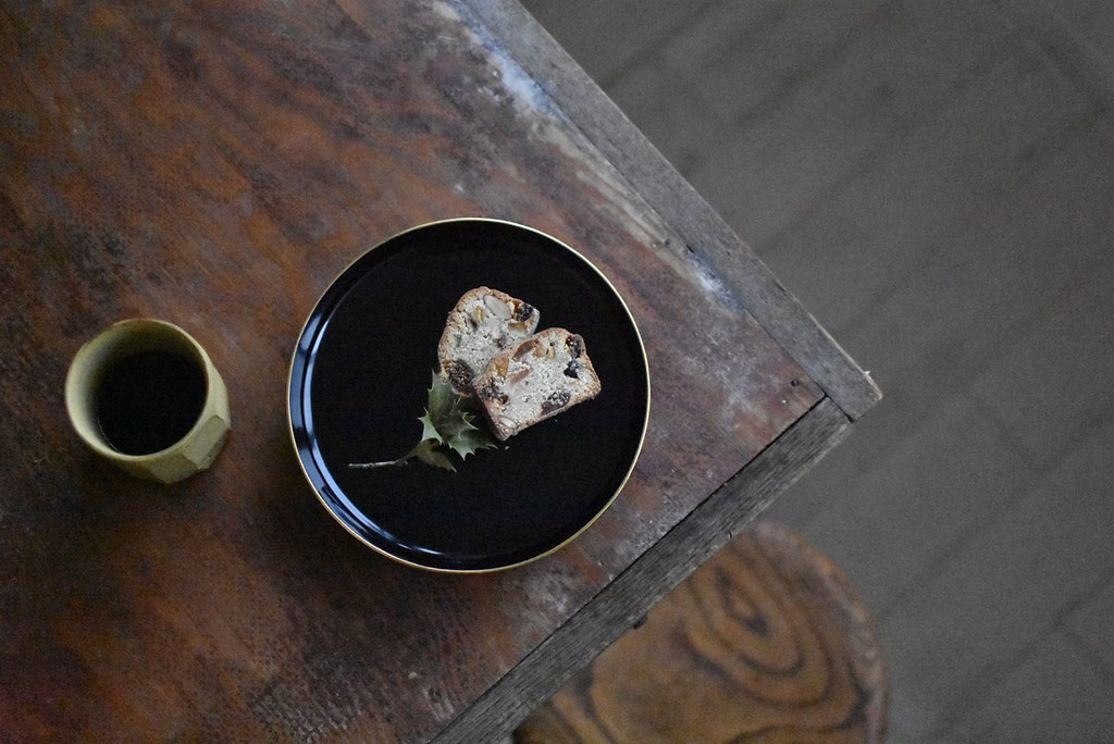 輪島塗の銘々皿でシュトーレン
