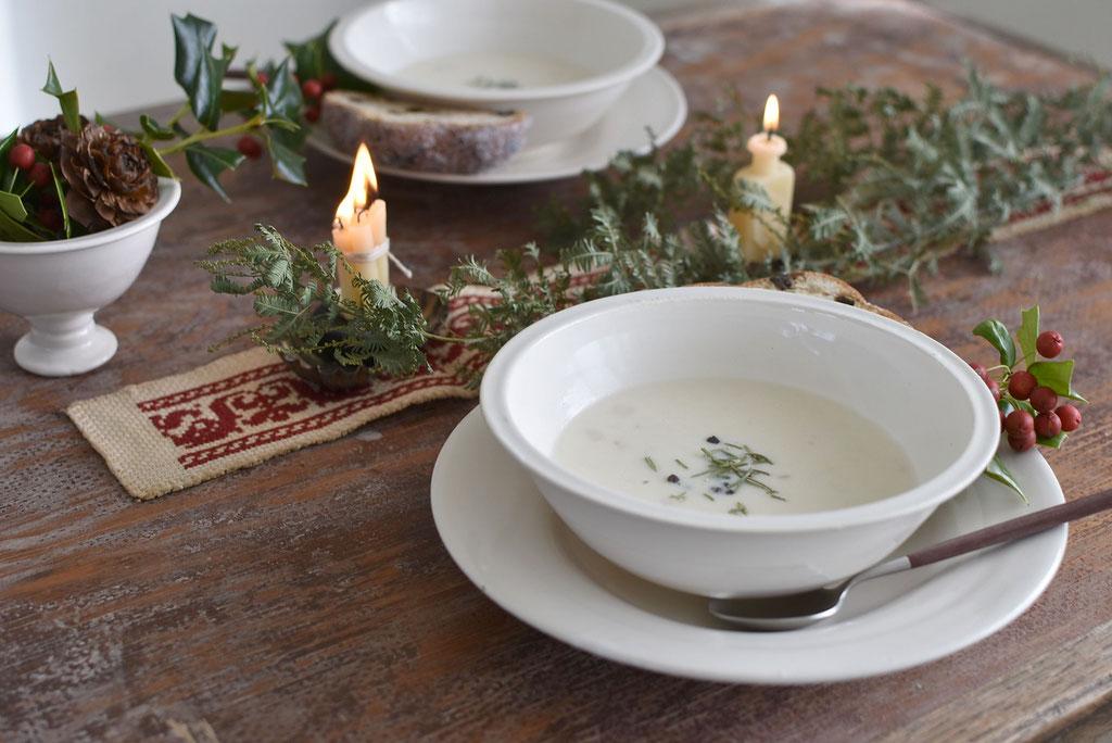 白い器に白いスープ 滋味深い