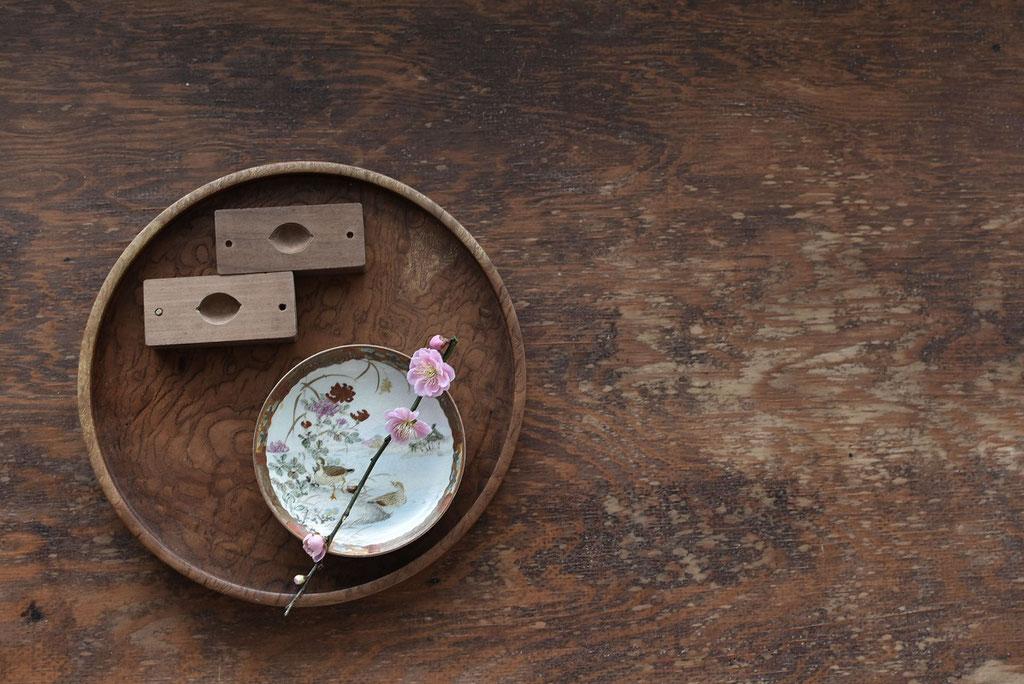 美しい九谷色絵おしどり菊小皿と古い菓子型