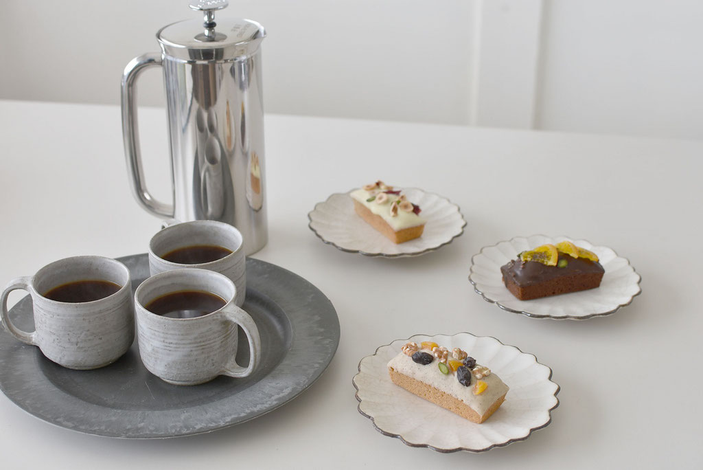 可愛い焼き菓子でコーヒータイム