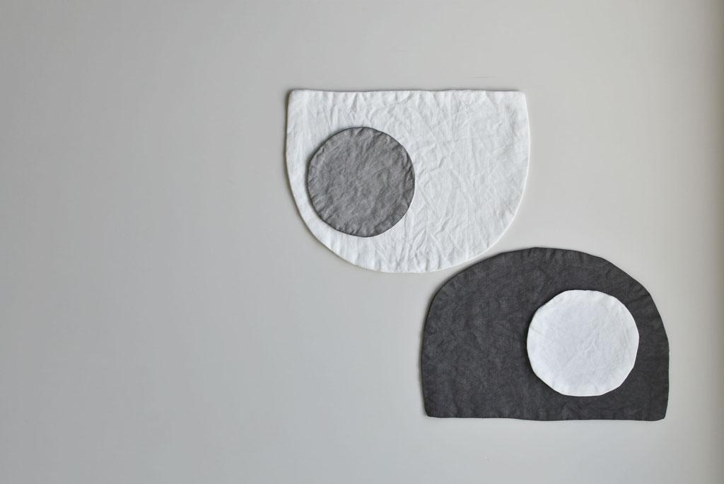 白とグレーの色違いマットとコースター