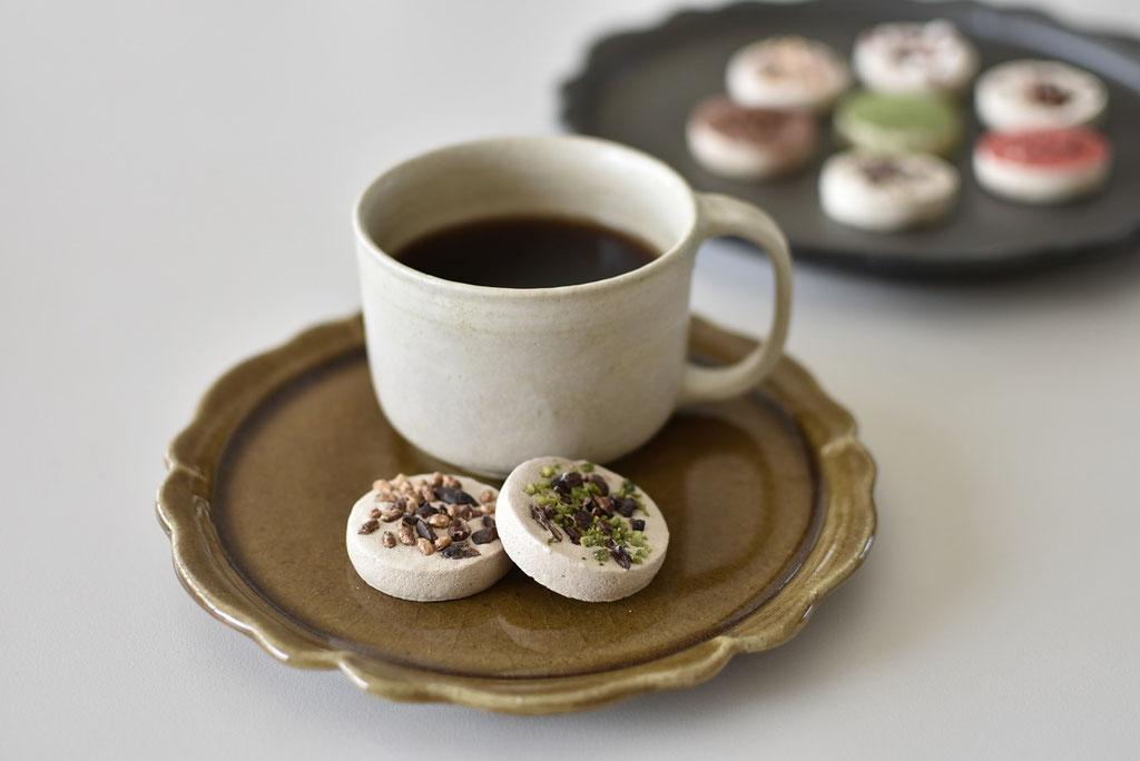 ひらひらが可愛い、リンカ皿でコーヒータイム