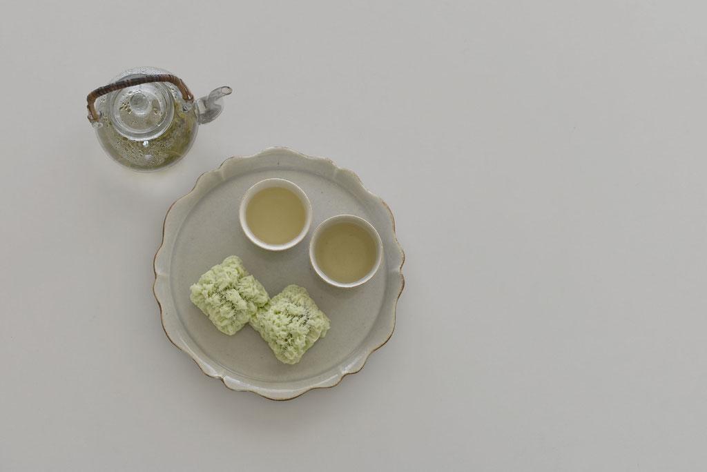 takumapotteryのリンカ八寸皿とミニちょこでお茶時間