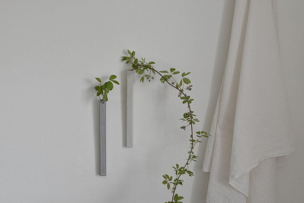 掛け花にあけびの花を生ける