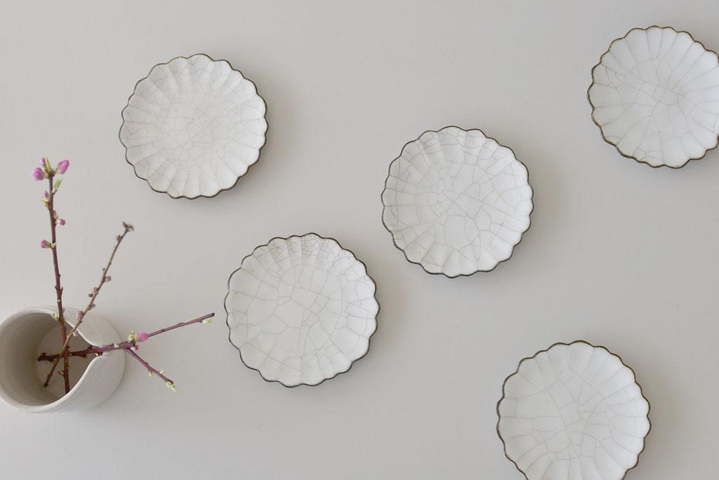 美しいたくまポタリーの貫入ハナ皿