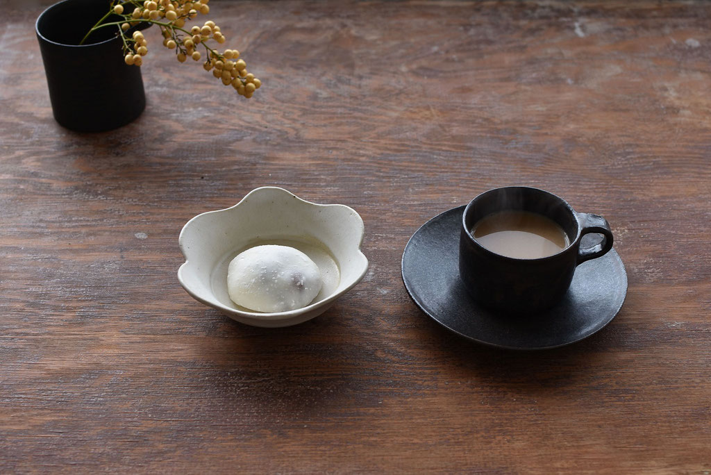 豆大福でコーヒーブレイク 意外と合います