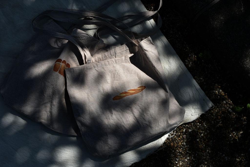 木陰に移るパンの影がたまらない