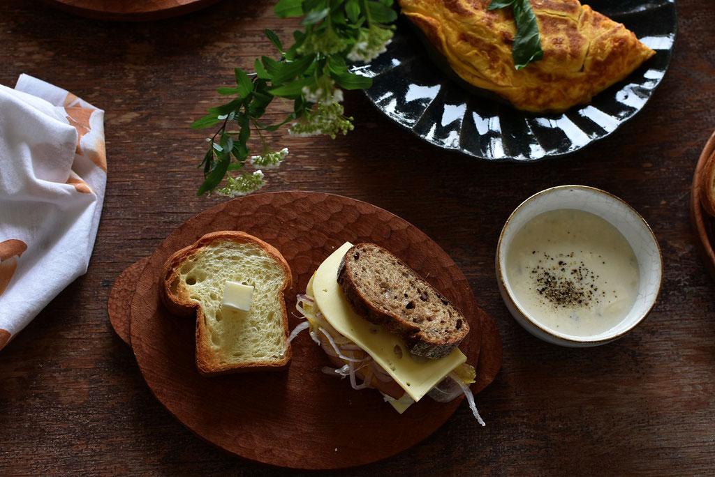 ブランチ 美味しいパンとスープとオムレツ