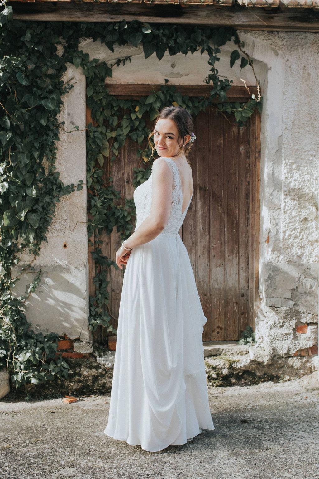 Braut im romantisch elegantem Hochzeitskleid