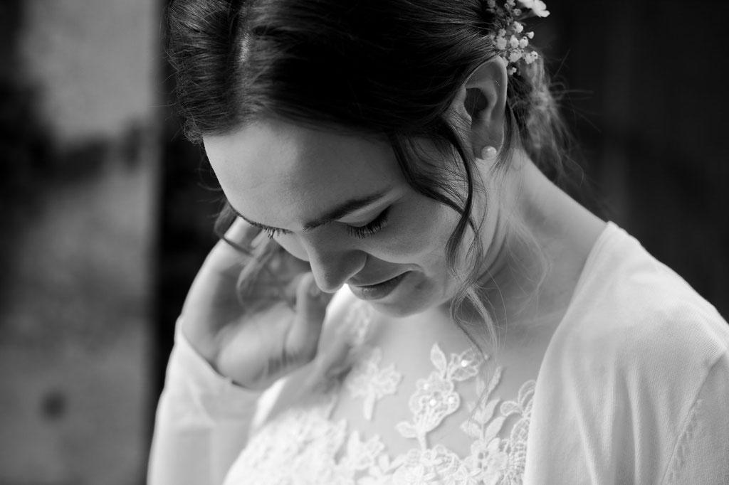 Brautfrisur mit Strähnchenlocken