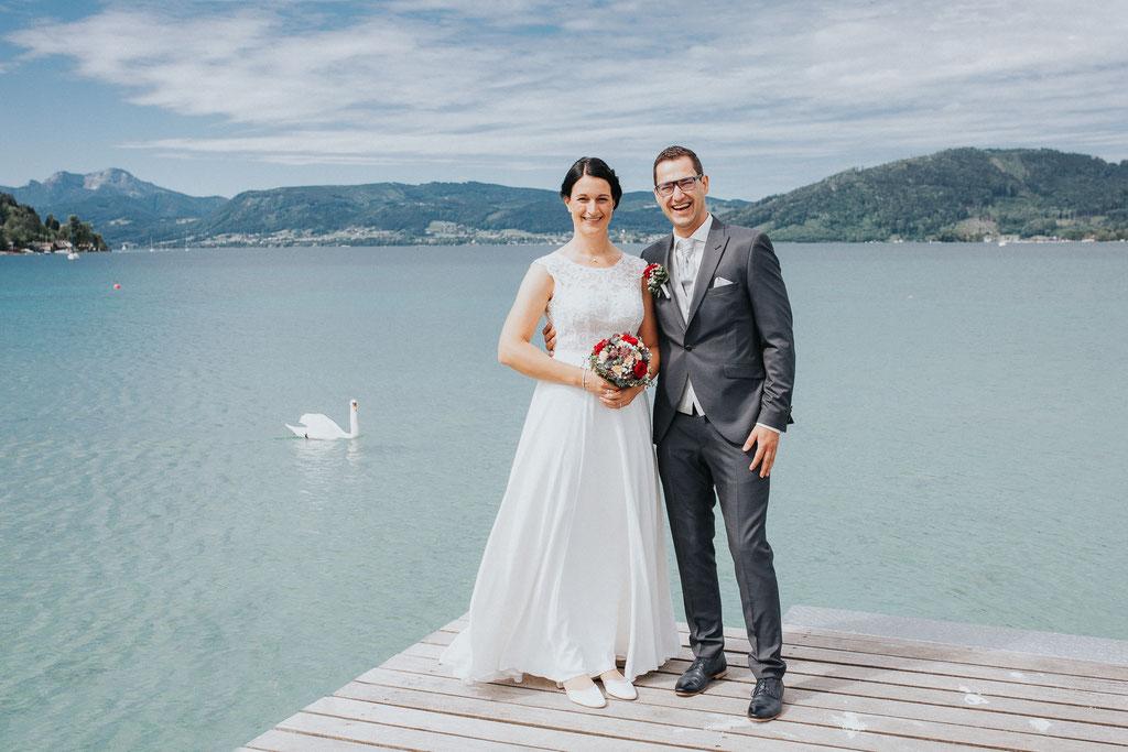 Brautpaar am Steg, Attersee (c) Mara Pilz Fotografie