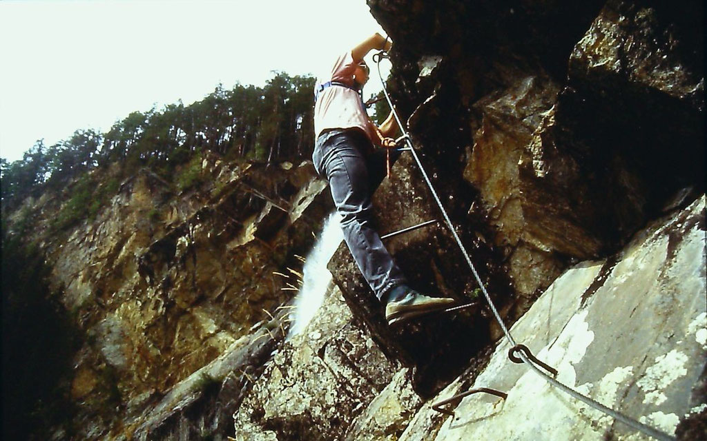Die steile, fast überhängende kurze Wandstelle nach Umgehung des Überhangs