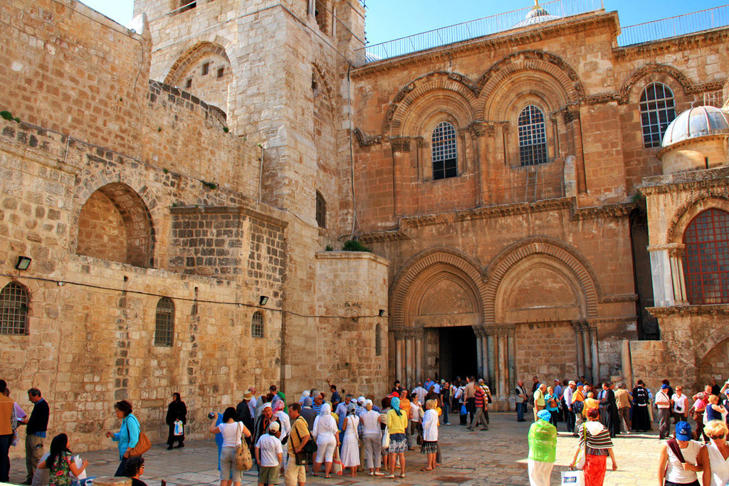 Crowds of people outside the Church of the Holy Sepulchre in Jerusalem, Israel © Sabrina Iovino | JustOneWayTicket.com