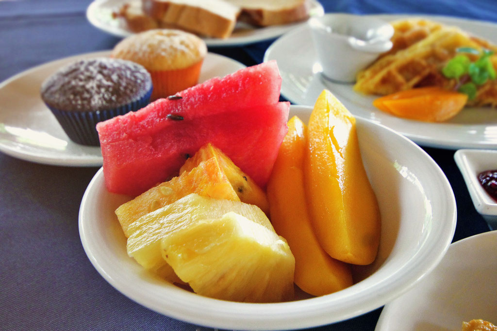 Sweet and fresh fruits - Atmosphere Resort, Dauin, Philippines © Sabrina Iovino | JustOneWayTicket.com