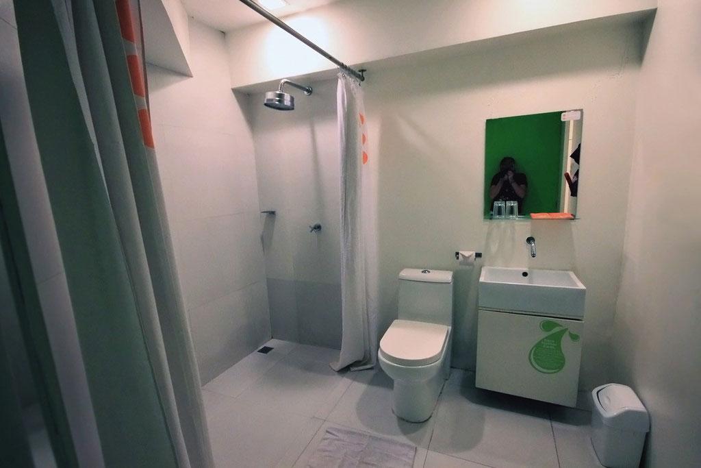 Spotless clean bathroom with hot shower - The Islands Stay Hotel in Cebu, Philippines © Sabrina Iovino | JustOneWayTicket.com