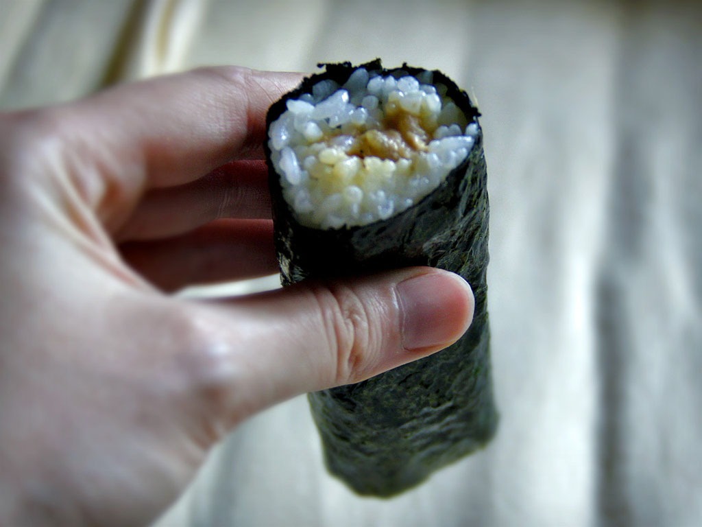 A roll, filled with tuna and mayonnaise, wrapped in seaweed. Price roughly 1 Dollar. Yummy! Japan 2013 © Sabrina Iovino | JustOneWayTicket.com