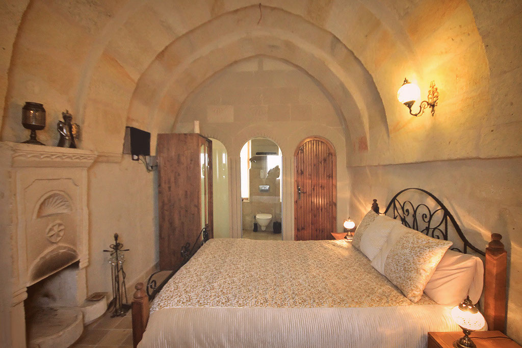 Unique Arch Rooms at the Castle Inn Hotel in Cappadocia © Sabrina Iovino | JustOneWayTicket.com