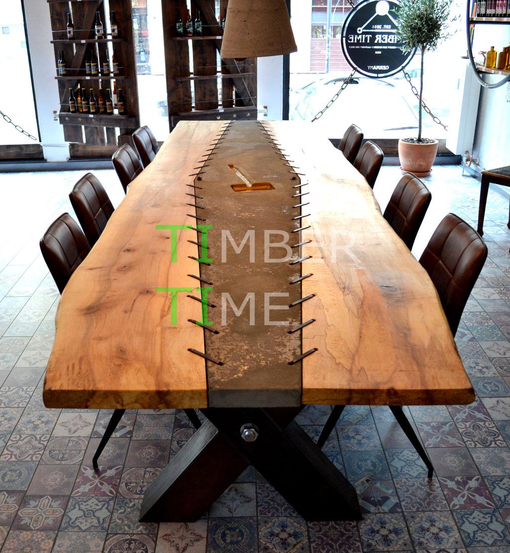 Thors Hammer Tisch