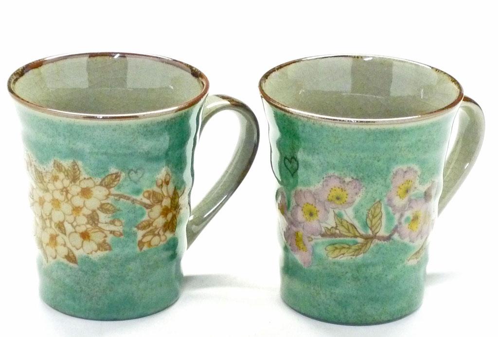 九谷焼通販 おしゃれ ギフト マグカップ マグ ペア 夫婦 しだれ桜緑塗り&ソメイヨシノ緑塗り 裏絵 正面の図