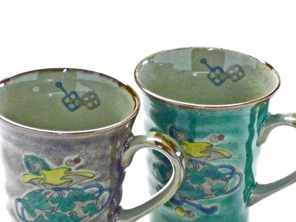 九谷焼 【ペアマグカップ】 宝尽くし 緑塗り&紫塗り 裏絵