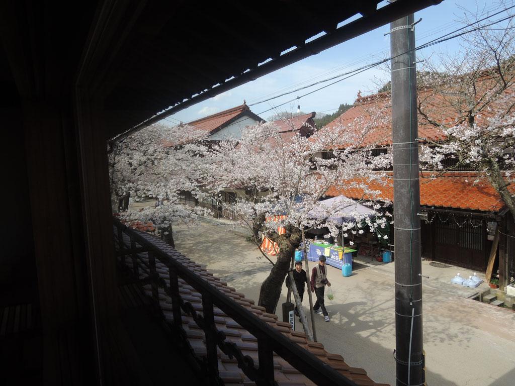 新庄宿通りの須貝邸(2019年夏オープン)の二階客間から!