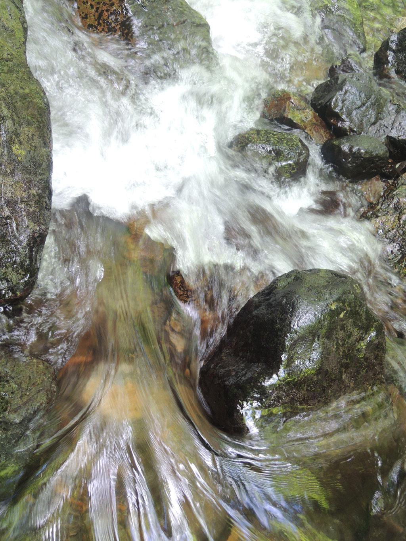 マクロで見る滝の一部。