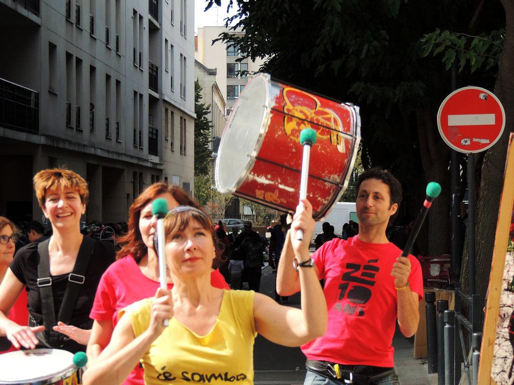 Batucada Zé Samba - Brocante de la rue St-Just - Saint-Denis. Photo : Sylvie Rouquet et Jérôme Lequen