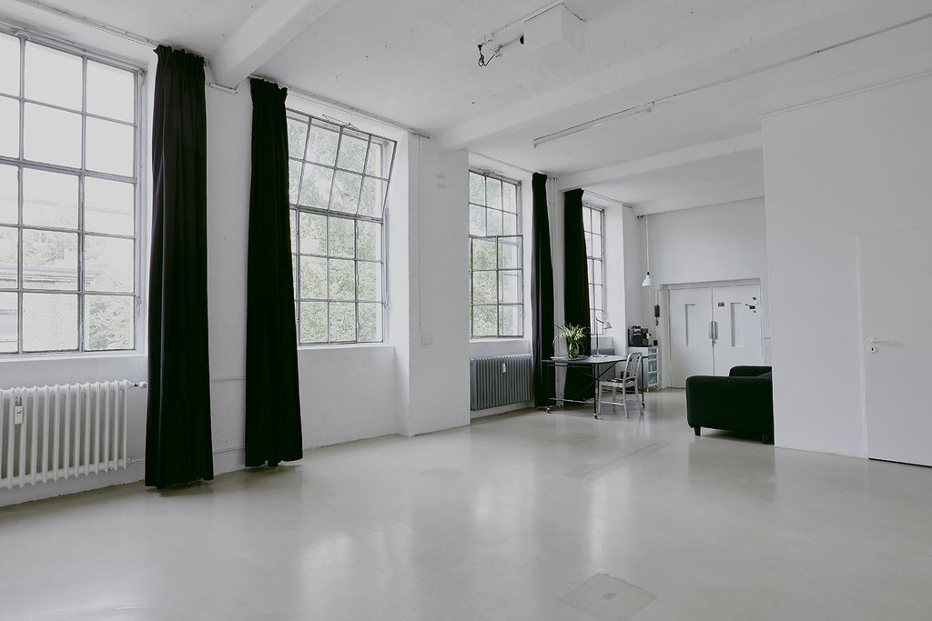 Studio-Location-Berlin / Mietstudio / Rental Studio / Fotostudio / Fensterfront