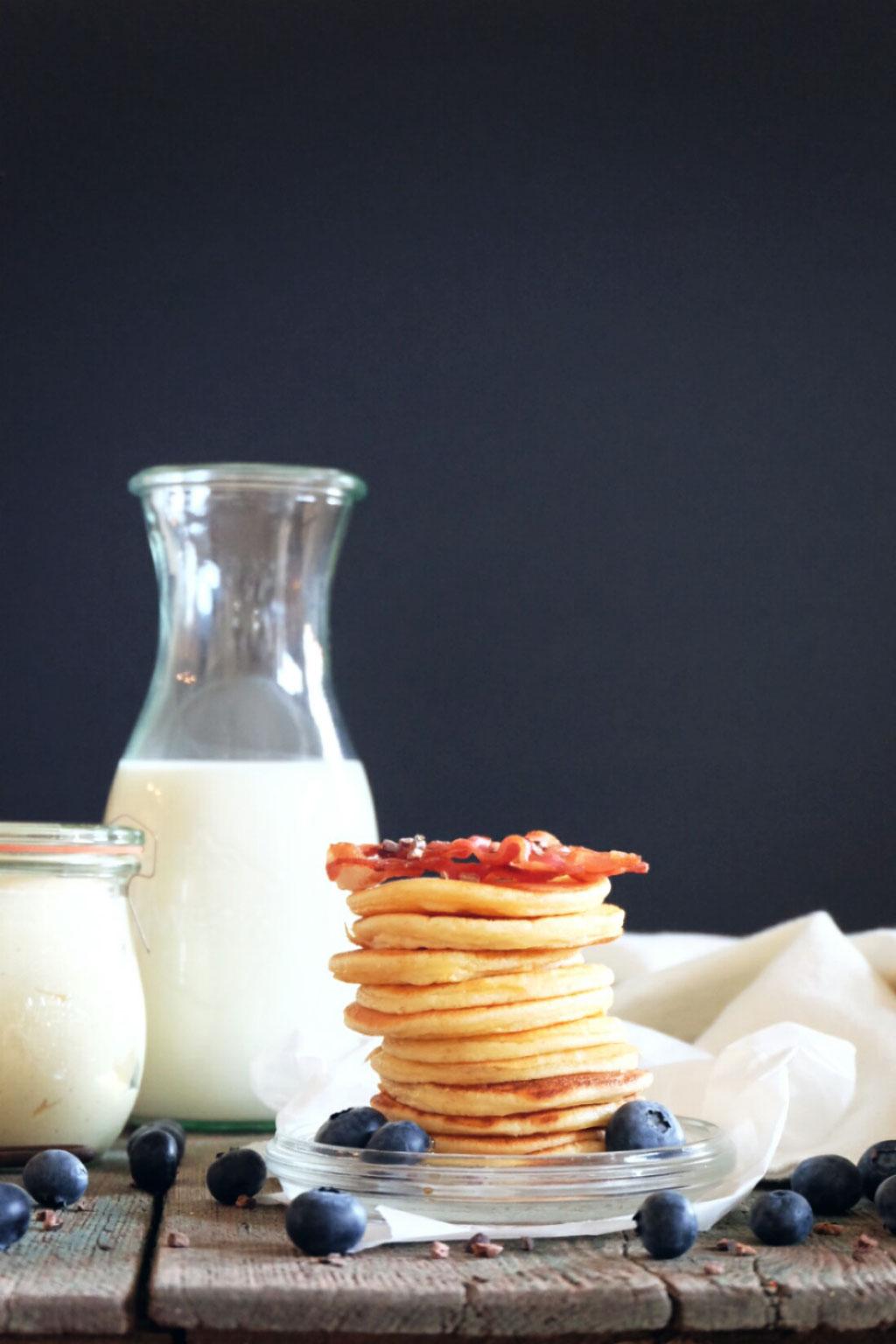 Amerikanische Pancakes und Honigbutter mit Vanille