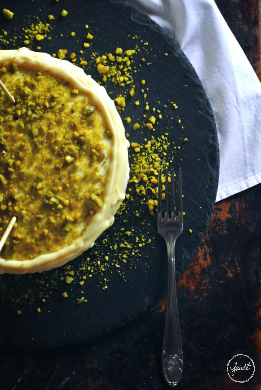Pistazien Törtchen mit einer Creme aus Mascarpone und selbstgemachten Mirabellen Likör