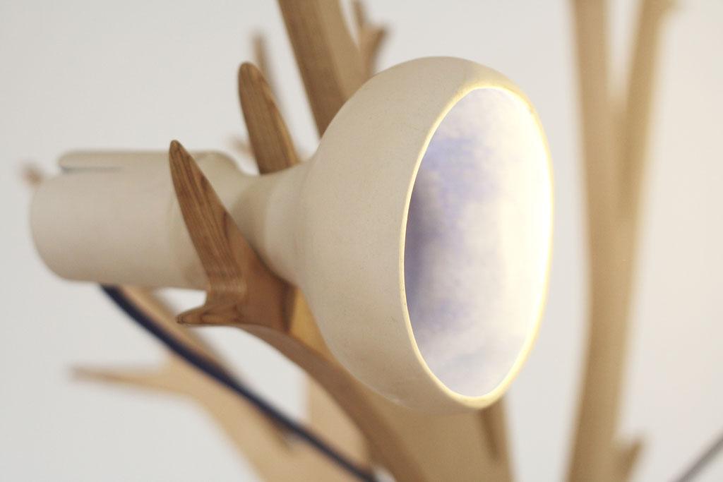 alcyone, anne merceron, guillaume larreur, design, sizun, bretagne, arbre, luminaire, lampadaire, lampe, light, hannibal, porcelaine, contreplaqué, bois, galerie rohan, landerneau, exposition, lumière, démontable, kit, quentin marais