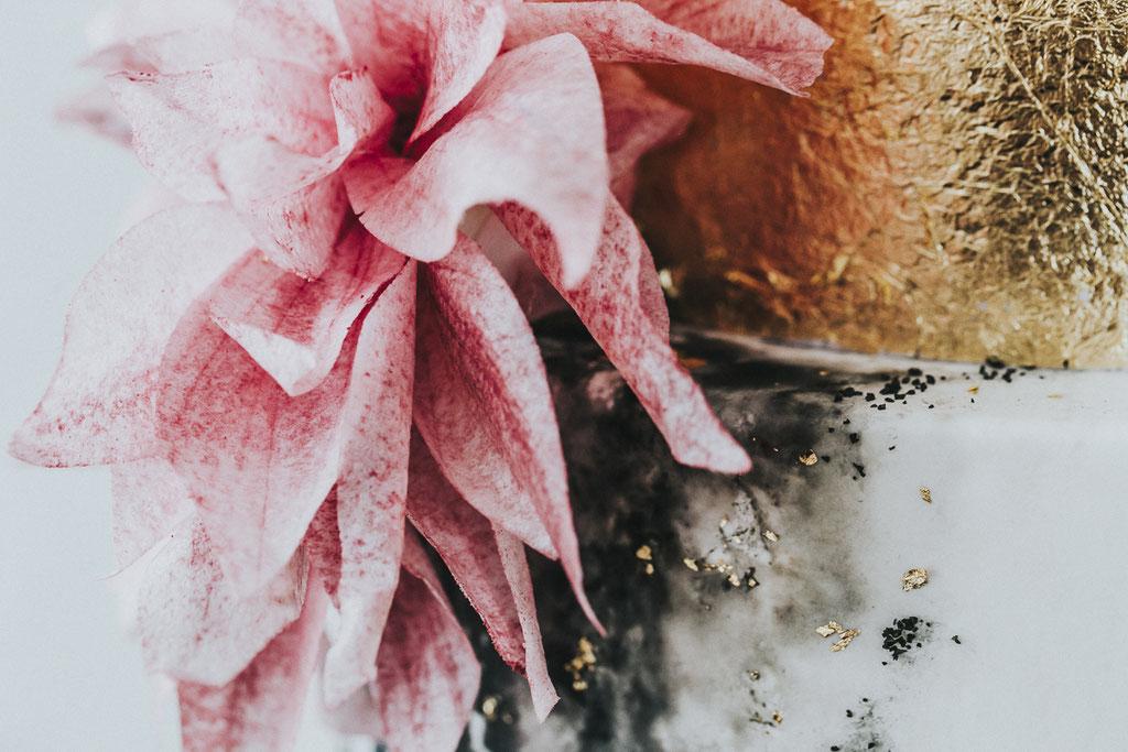 Schwarz trifft Gold mit Zuckerblüte (Foto: Herrundfrau.w)