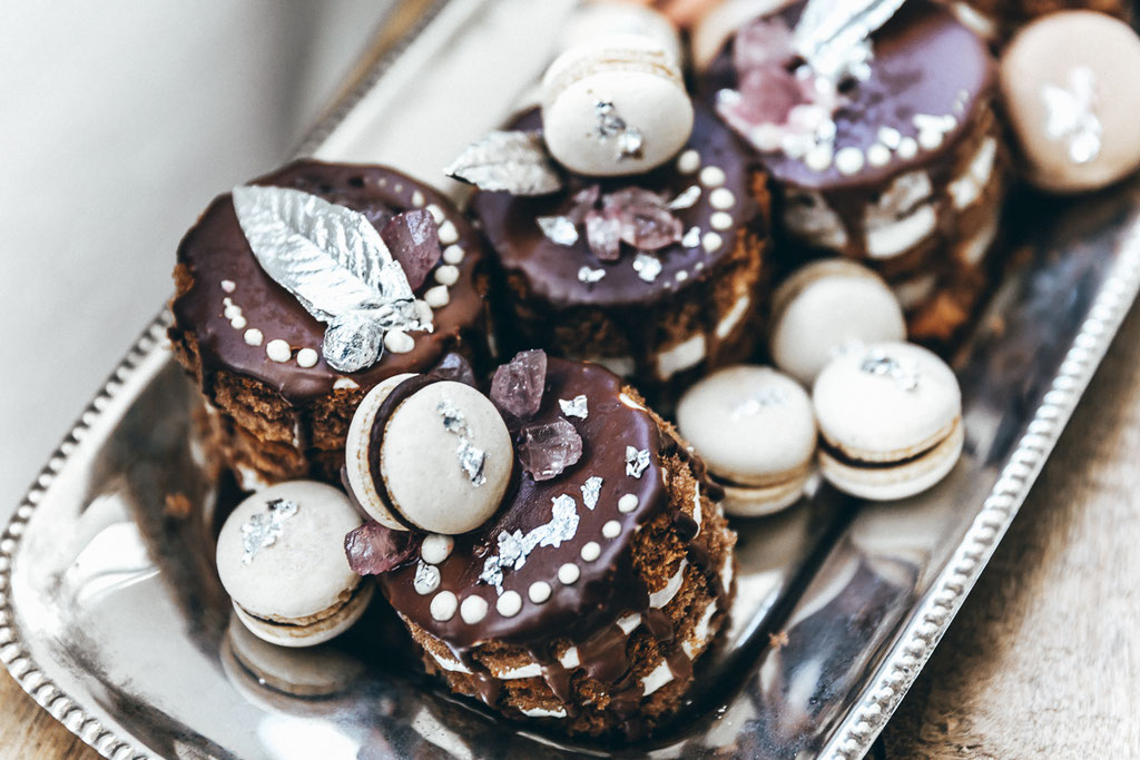 Mini-Küchlein mit Macarons (Foto: Herrundfrau.w)