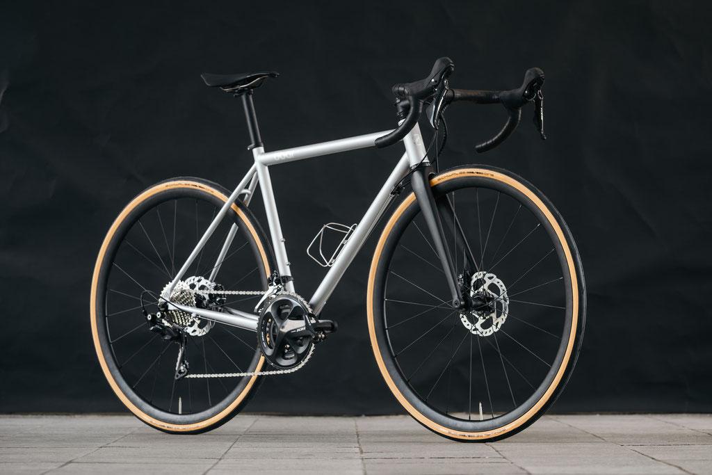 8bar Kronprinz Steel Road Disc Bike Shimano 105 silver