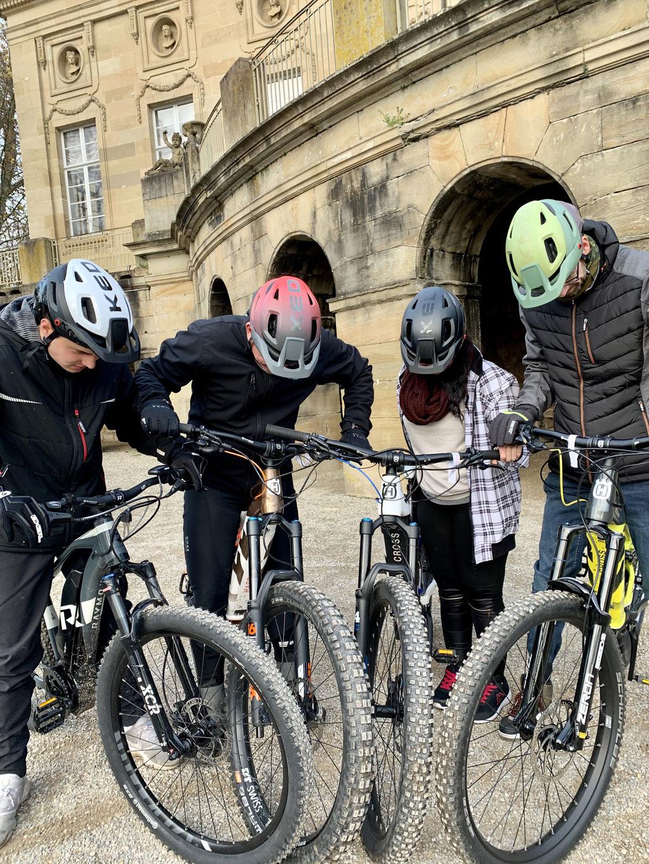 Die Teilnehmer konnten sich selbst von der guten Passform und Sicherheit der KED Helme überzeugen.