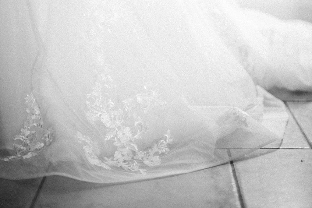 Delphine Grigné, photographe Sarthe, détails robe mariée