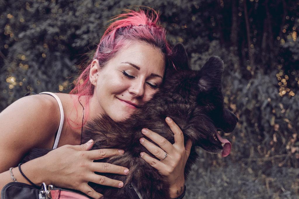 Portrait Fotografie Fotograf Vogt Wangen Ravensburg  Fine Art Emotion Hund  Portraitfotografie Husky Tierfotografie Tier Liebe Kuscheln Natur Singen Ehingen Wandern Spazieren