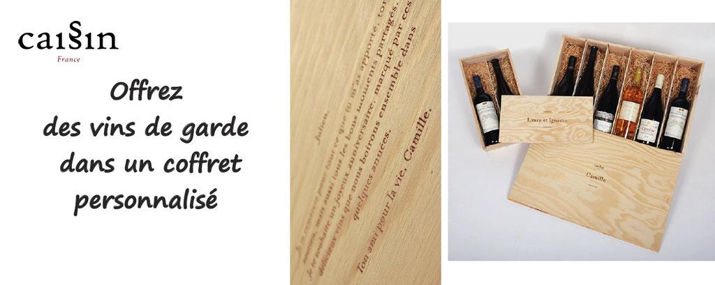 Offrez des vins de garde, et personnalisez votre message qui sera gravé sur le bois ; idéal pour des cadeaux, se donner rendez vous dans 10 ans.