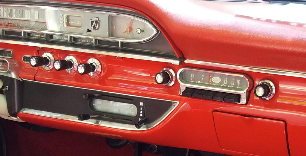 Ford Autoradio im Ford sunliner, Classic Oldtimer Gala Baden Baden 2018